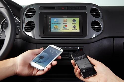 parrot-asteroid-smart---navigatie-inclusa-igo-primo-harta-europa-de-est;-aplicatii-pentru-smartphonetableta;-multimedia;-carkit-hands-free;-bluetooth_2