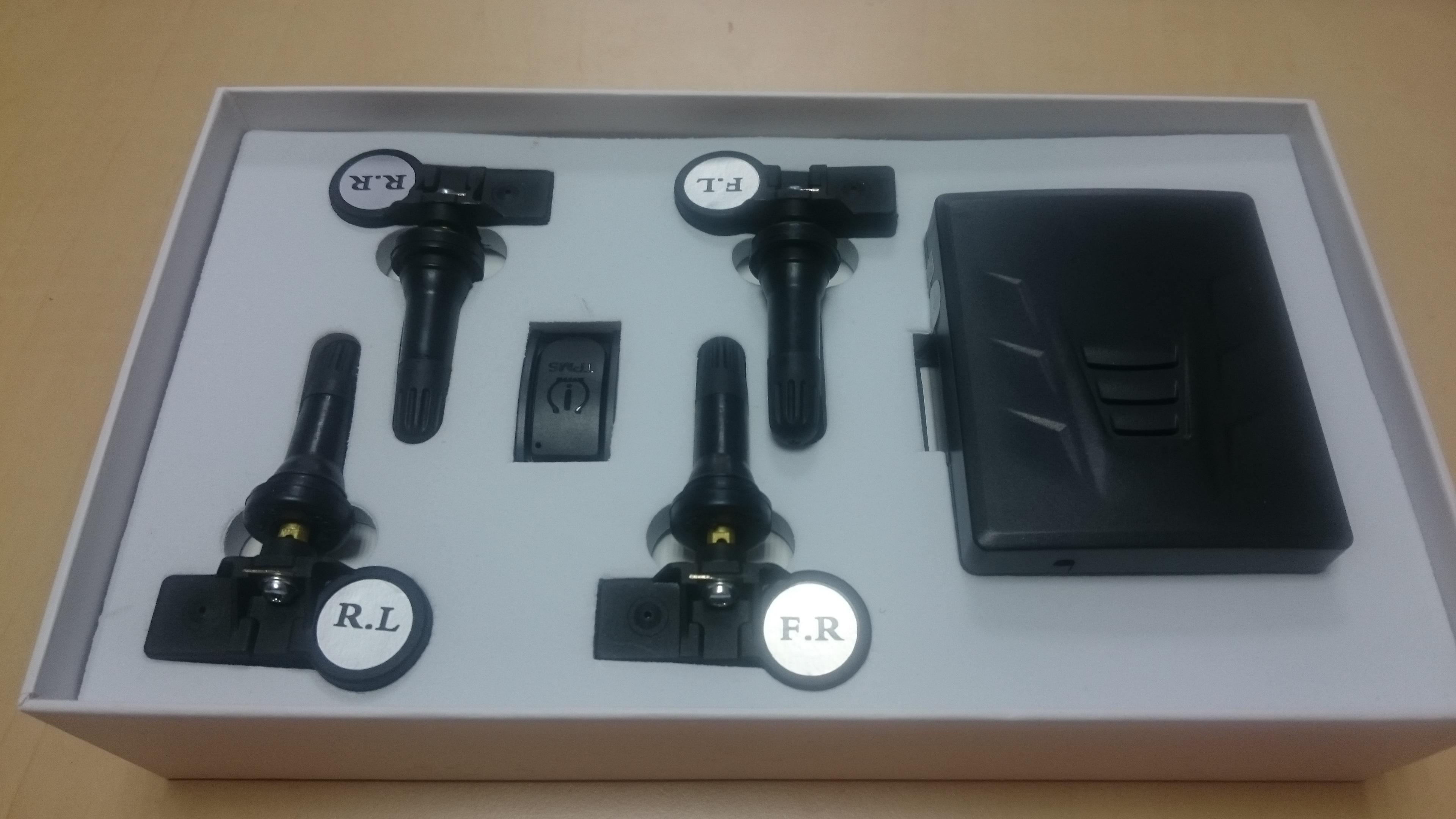 senzori masurare presiune si temperatura in anvelope roti cu vedere pe ecranul unitatii caraudiomarket
